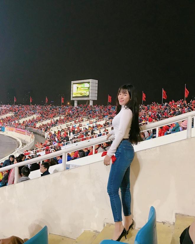 Mang giày cao 10cm đi khắp mọi nơi, bạn gái Lâm Tây chính là thánh đi giày cao gót-14
