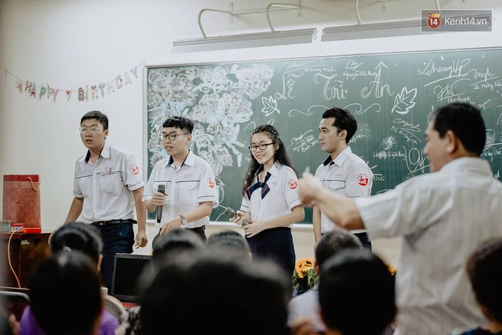 Đêm tri ân đầy nước mắt của trường Gia Định: Khóc vì chúng ta đã có một thời học sinh đầy tươi đẹp-10