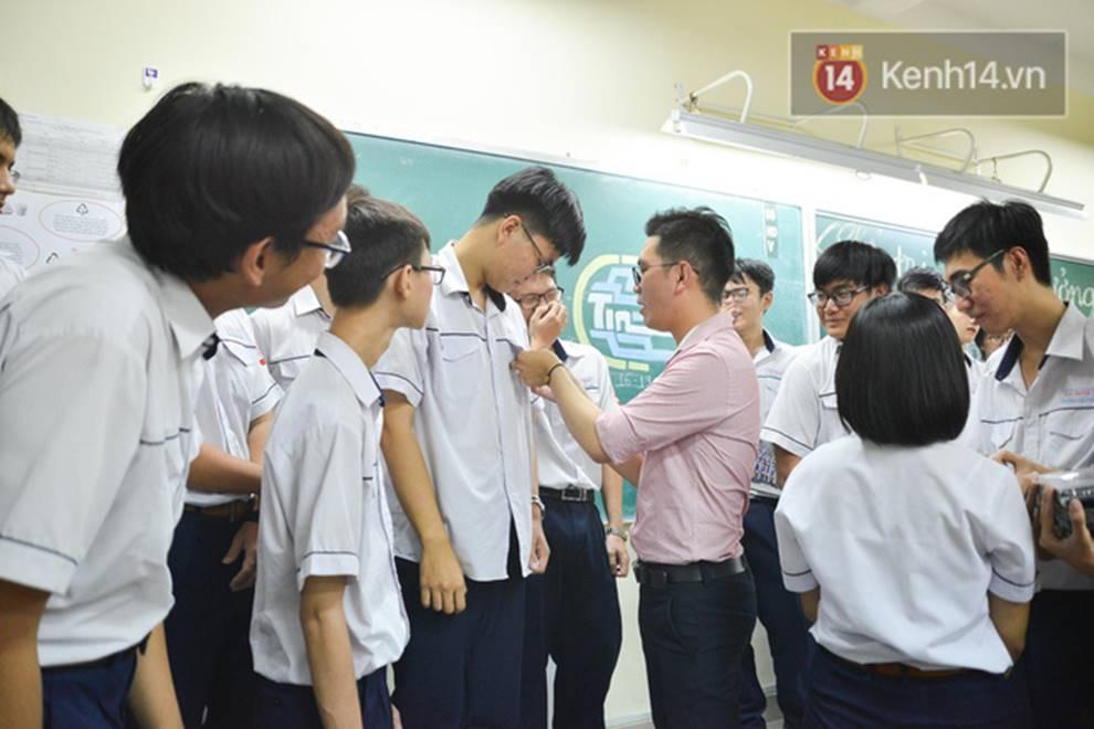 Đêm tri ân đầy nước mắt của trường Gia Định: Khóc vì chúng ta đã có một thời học sinh đầy tươi đẹp-12