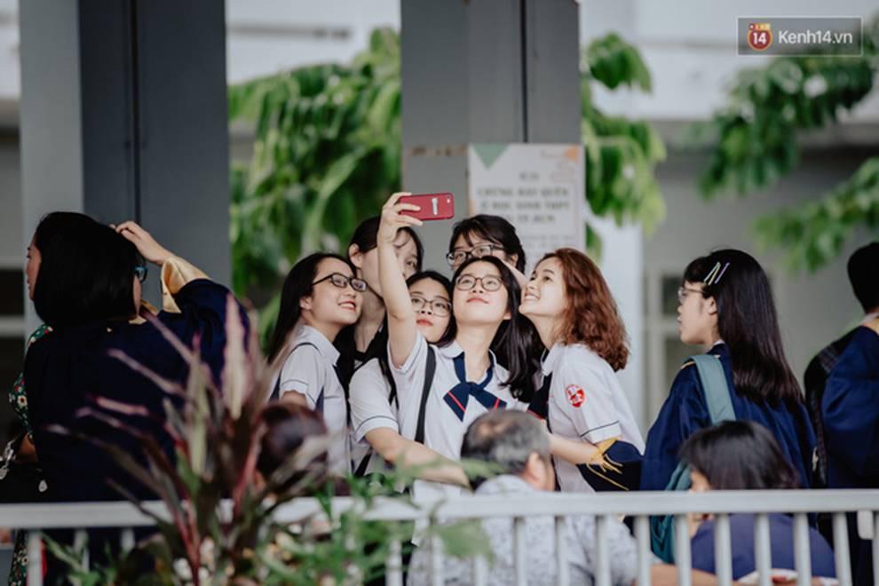 Đêm tri ân đầy nước mắt của trường Gia Định: Khóc vì chúng ta đã có một thời học sinh đầy tươi đẹp-2