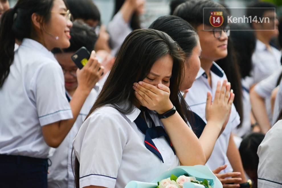 Đêm tri ân đầy nước mắt của trường Gia Định: Khóc vì chúng ta đã có một thời học sinh đầy tươi đẹp-8