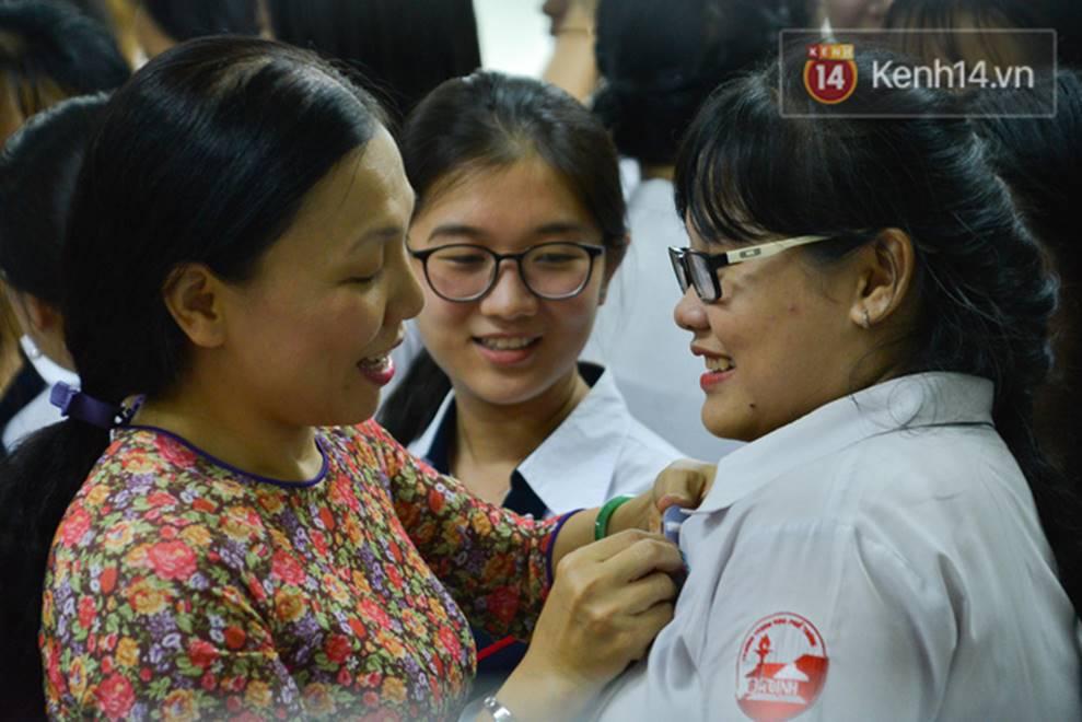 Đêm tri ân đầy nước mắt của trường Gia Định: Khóc vì chúng ta đã có một thời học sinh đầy tươi đẹp-13