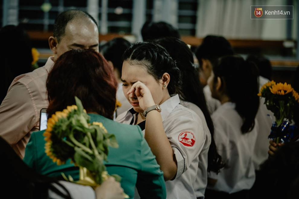 Đêm tri ân đầy nước mắt của trường Gia Định: Khóc vì chúng ta đã có một thời học sinh đầy tươi đẹp-14