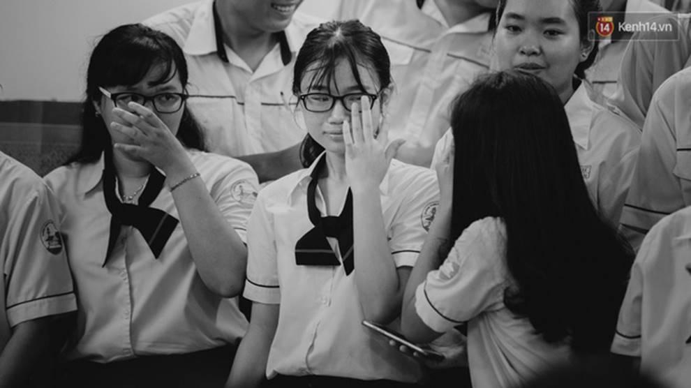 Đêm tri ân đầy nước mắt của trường Gia Định: Khóc vì chúng ta đã có một thời học sinh đầy tươi đẹp-15