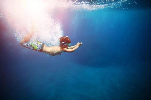 Cậu bé tử vong sau 1 tuần đi biển, cẩn thận với dấu hiệu này ở trẻ sau khi bơi-3