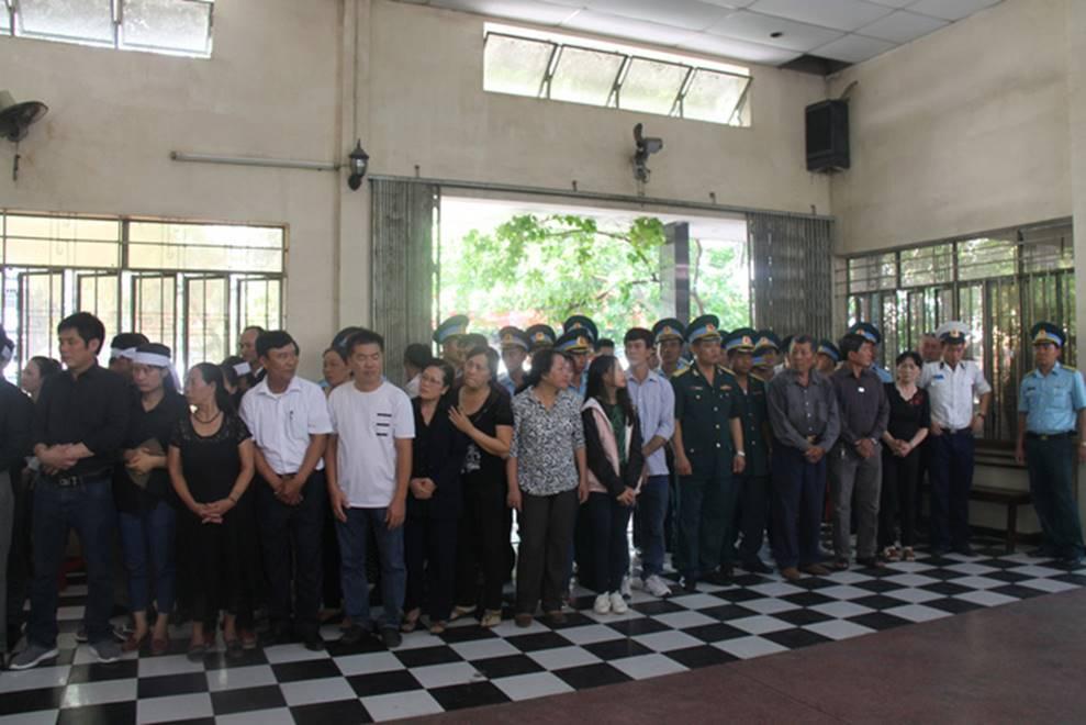 Nghẹn ngào lễ viếng 2 phi công hy sinh trong tai nạn rơi máy bay ở Khánh Hòa-2