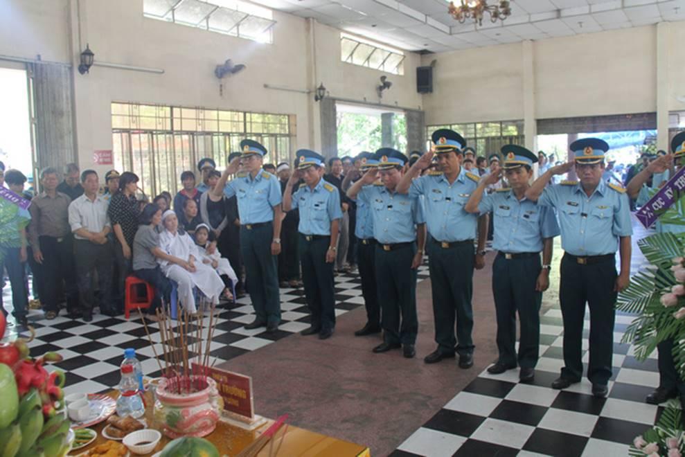 Nghẹn ngào lễ viếng 2 phi công hy sinh trong tai nạn rơi máy bay ở Khánh Hòa-5