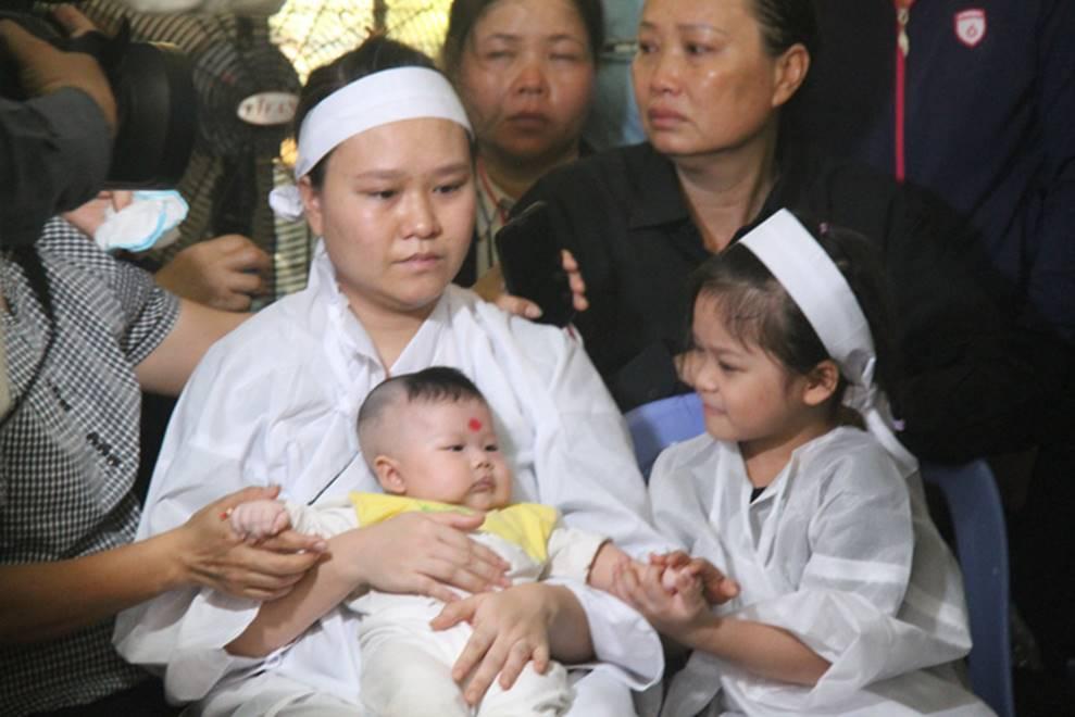 Nghẹn ngào lễ viếng 2 phi công hy sinh trong tai nạn rơi máy bay ở Khánh Hòa-7