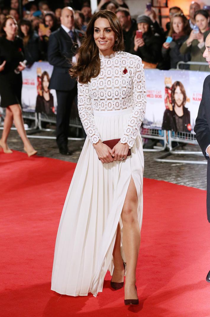 Hơn 3 tuổi nhưng công nương Kate Middleton sexy hơn hẳn công nương Sofia khi đụng váy-3