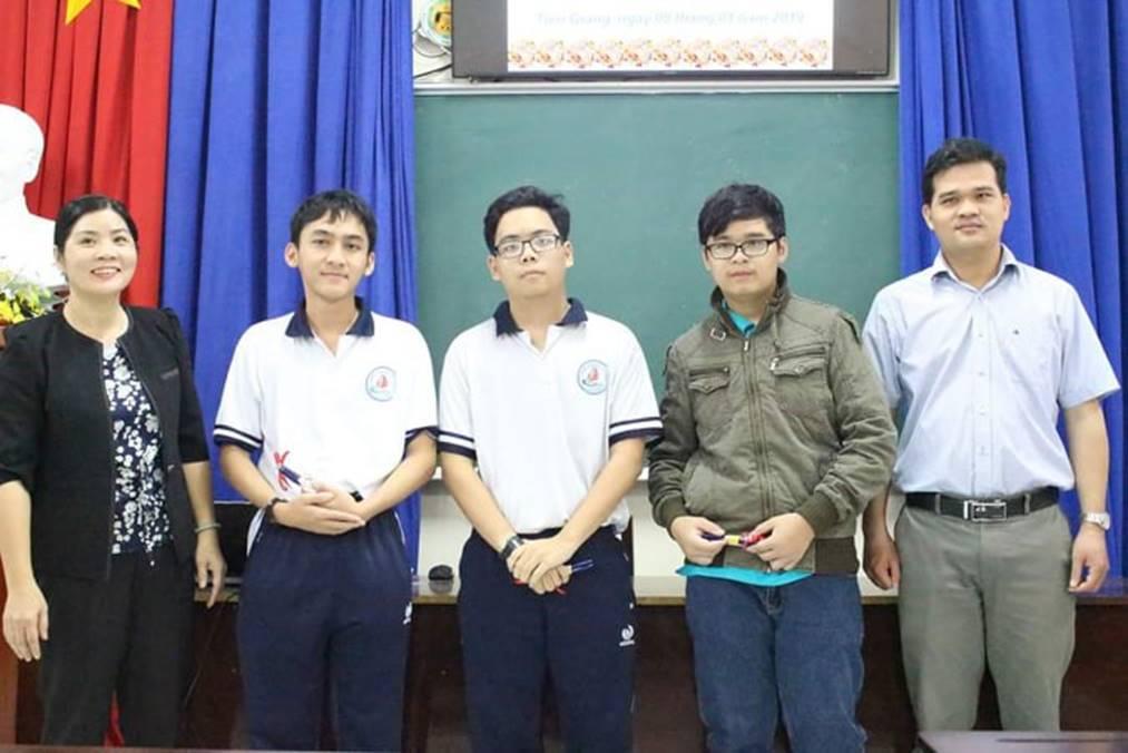 Tâm thư thầy giáo Tiền Giang gửi cho học trò lớp 12: Kiến thức thầy truyền đạt hết rồi, việc còn lại là của các em...-2