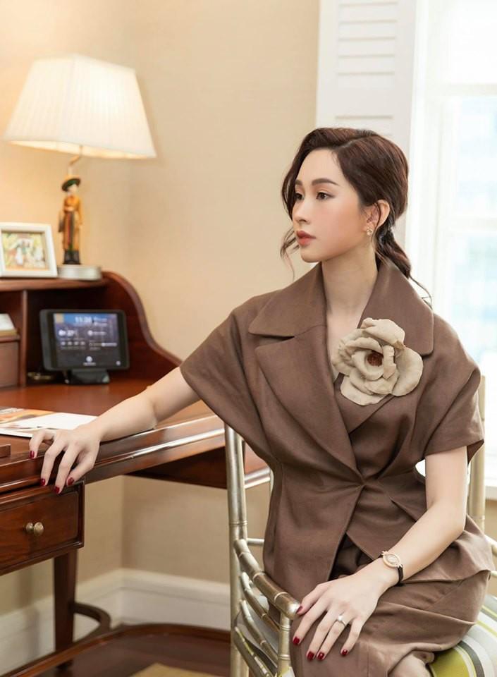 Hoa hậu Đặng Thu Thảo đăng ảnh con gái nhỏ đổ bệnh, thiếp đi vì sốt cao nhưng gây chú ý là dòng tâm sự nghẹn ngào đầy xúc động-2