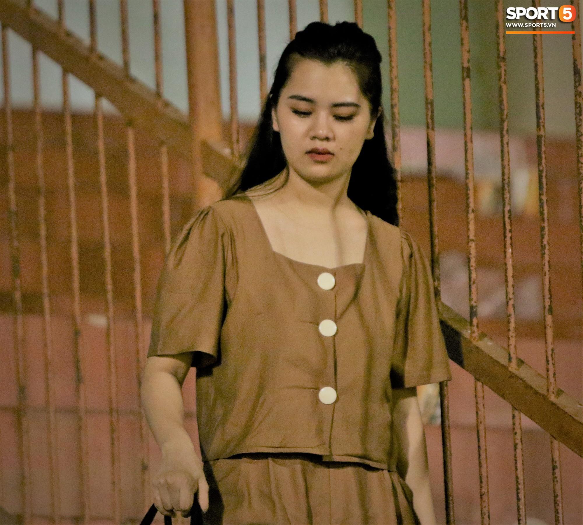 Hạnh phúc như Hải Quế: Ngày của bố được đón con gái xuống sân ăn mừng chiến thắng trước Khánh Hòa-9