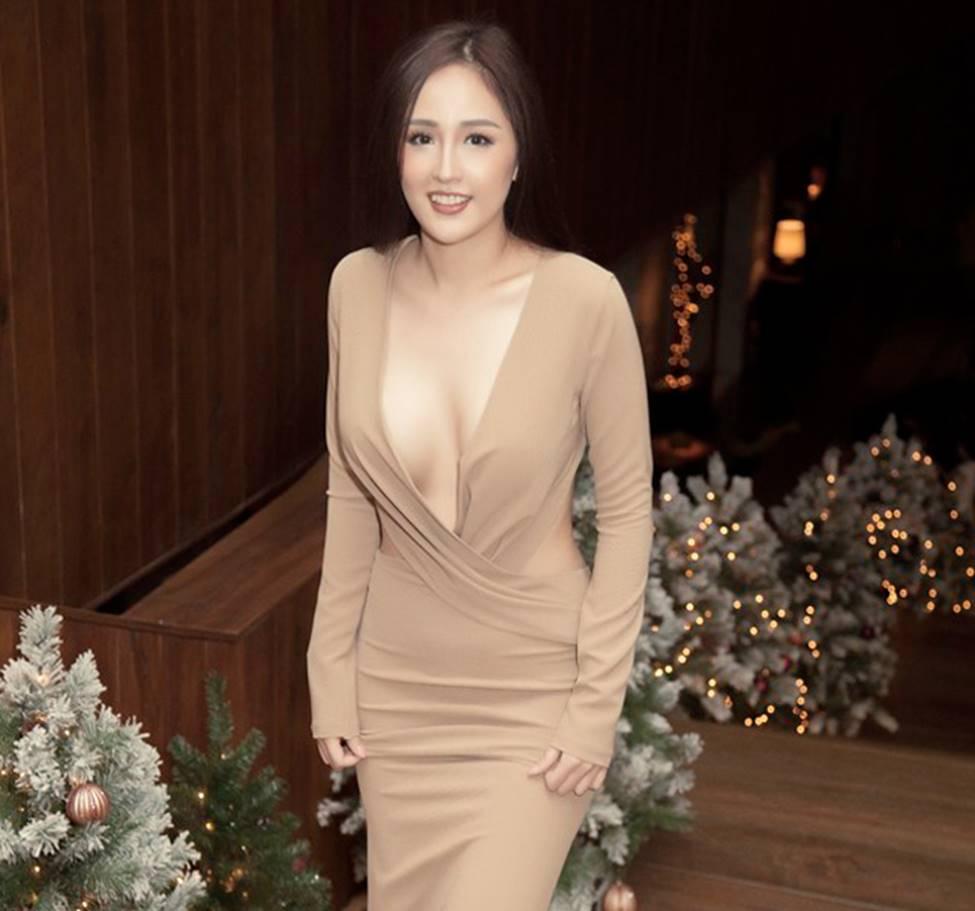 Mai Phương Thúy, vợ Khắc Việt mặc hững hờ tôn vòng 1 gần 100cm-4
