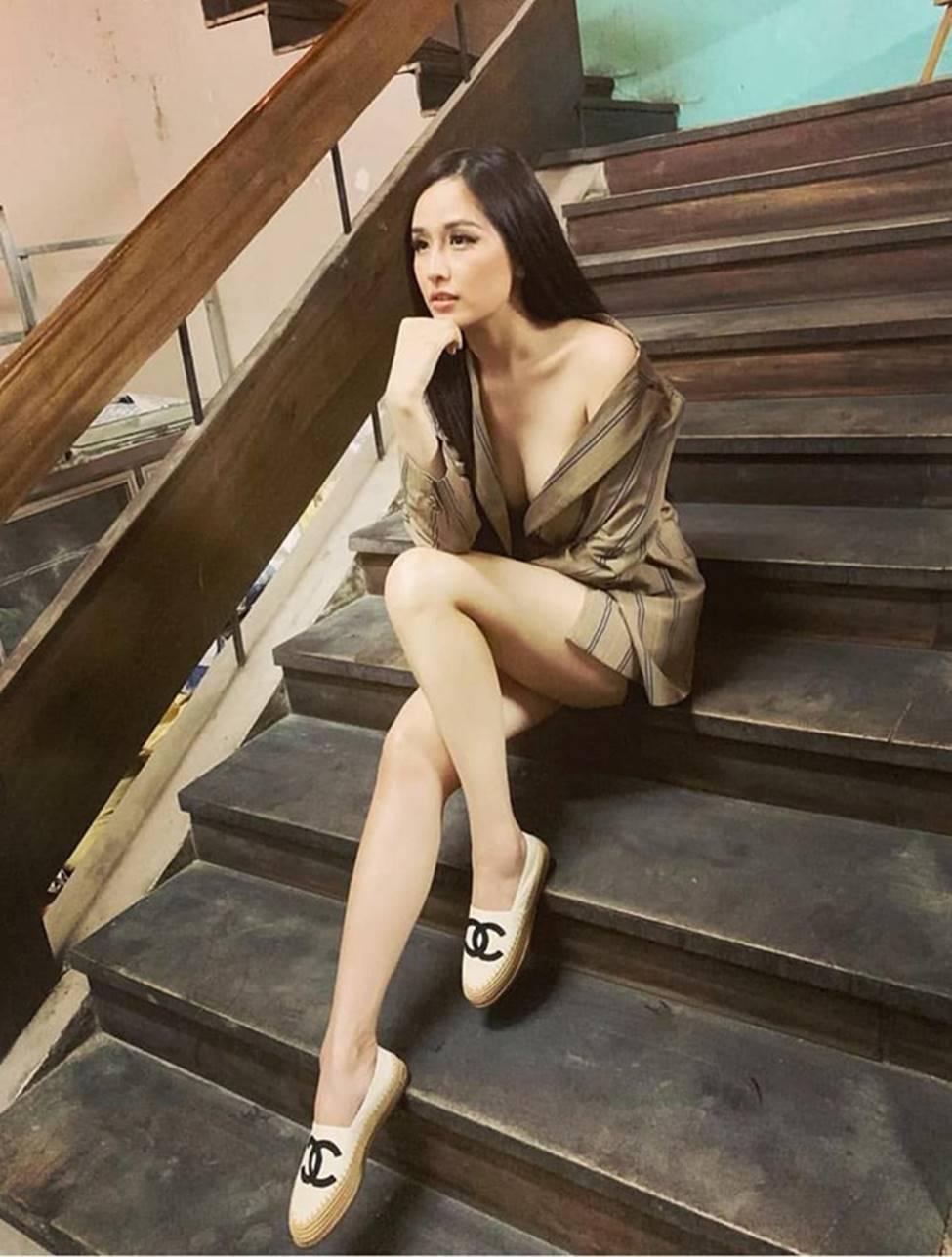 Mai Phương Thúy, vợ Khắc Việt mặc hững hờ tôn vòng 1 gần 100cm-9