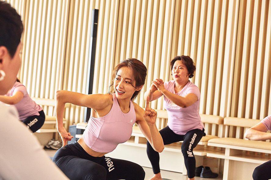 Bài tập hot hit của gái Hàn trong 30 ngày: Chỉ đứng lên ngồi xuống mà giảm được hẳn 3kg, vòng 3 săn chắc nảy nở-7
