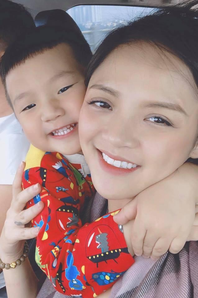 Con trai Thu Quỳnh siêu yêu siêu dễ thương cover 16s nhạc phim Về nhà đi con khiến dân mạng lập tức đổ rần rần-2
