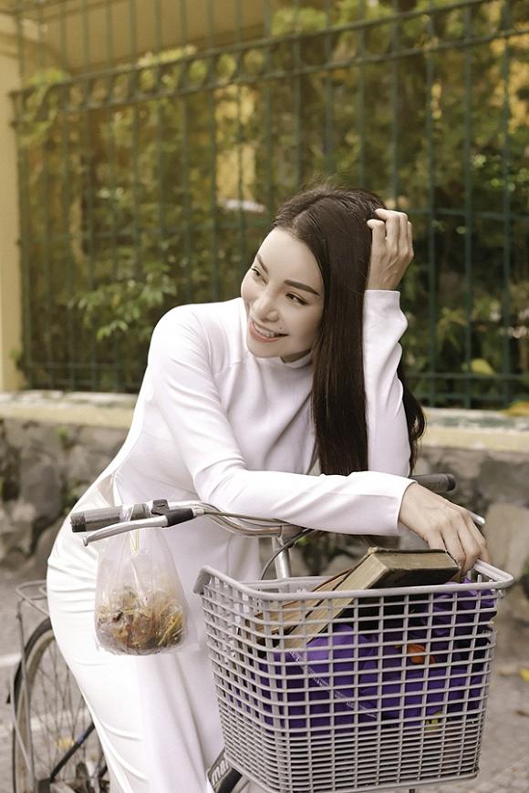Trà Ngọc Hằng hoá nữ sinh trung học, dịu dàng với áo dài tinh khôi-4