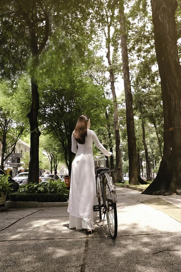 Trà Ngọc Hằng hoá nữ sinh trung học, dịu dàng với áo dài tinh khôi-5