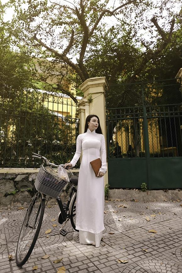 Trà Ngọc Hằng hoá nữ sinh trung học, dịu dàng với áo dài tinh khôi-6