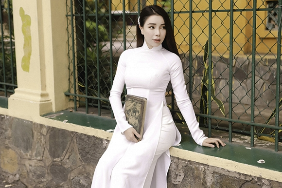 Trà Ngọc Hằng hoá nữ sinh trung học, dịu dàng với áo dài tinh khôi-8
