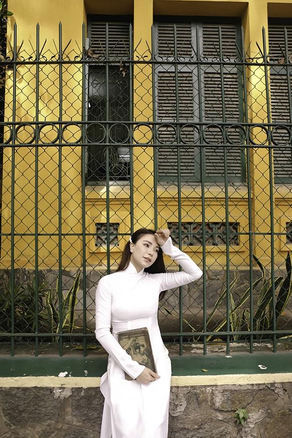 Trà Ngọc Hằng hoá nữ sinh trung học, dịu dàng với áo dài tinh khôi-10