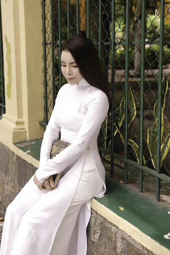 Trà Ngọc Hằng hoá nữ sinh trung học, dịu dàng với áo dài tinh khôi-9