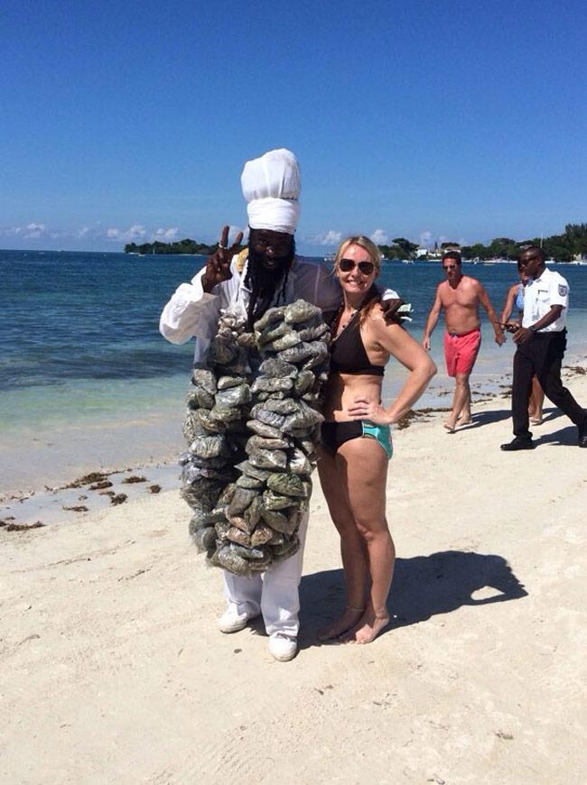 Muốn biết chồng yêu vợ thế nào, hãy rủ anh ấy tới bãi biển-13