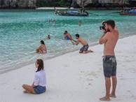 Muốn biết chồng yêu vợ thế nào, hãy rủ anh ấy tới bãi biển