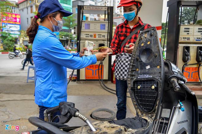 Giá xăng giảm thêm gần 1.000 đồng/lít từ 15h chiều nay-1