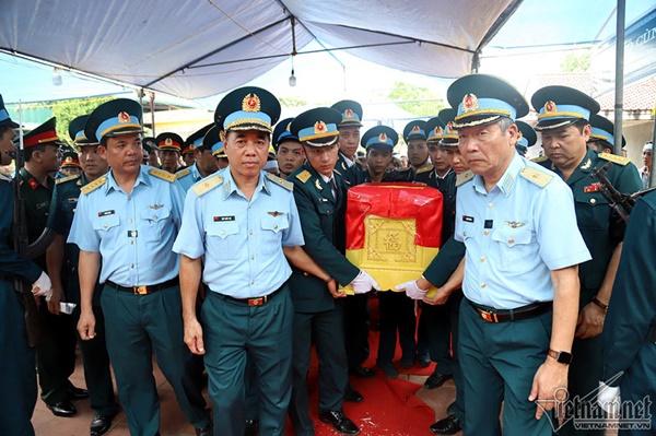 Xã ven đô Hà Nội nghẹn ngào tiễn đưa Thiếu tá phi công về đất mẹ-1