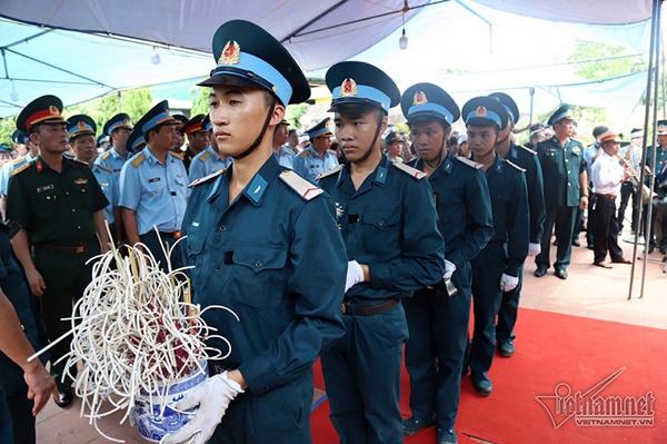 Xã ven đô Hà Nội nghẹn ngào tiễn đưa Thiếu tá phi công về đất mẹ-2