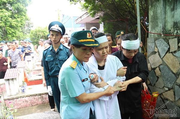 Xã ven đô Hà Nội nghẹn ngào tiễn đưa Thiếu tá phi công về đất mẹ-3
