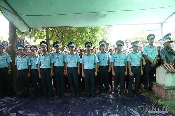 Xã ven đô Hà Nội nghẹn ngào tiễn đưa Thiếu tá phi công về đất mẹ-4