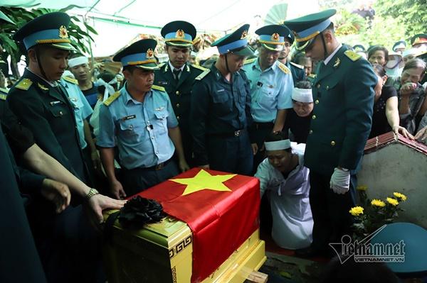 Xã ven đô Hà Nội nghẹn ngào tiễn đưa Thiếu tá phi công về đất mẹ-5