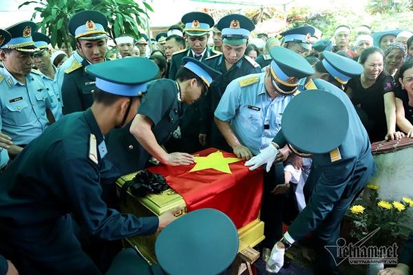 Xã ven đô Hà Nội nghẹn ngào tiễn đưa Thiếu tá phi công về đất mẹ-6