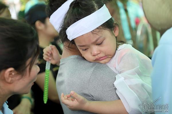 Xã ven đô Hà Nội nghẹn ngào tiễn đưa Thiếu tá phi công về đất mẹ-7
