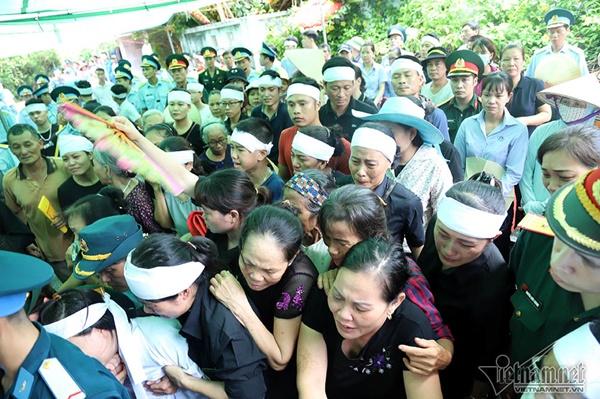 Xã ven đô Hà Nội nghẹn ngào tiễn đưa Thiếu tá phi công về đất mẹ-8