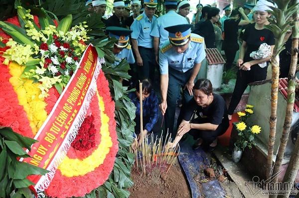 Xã ven đô Hà Nội nghẹn ngào tiễn đưa Thiếu tá phi công về đất mẹ-14