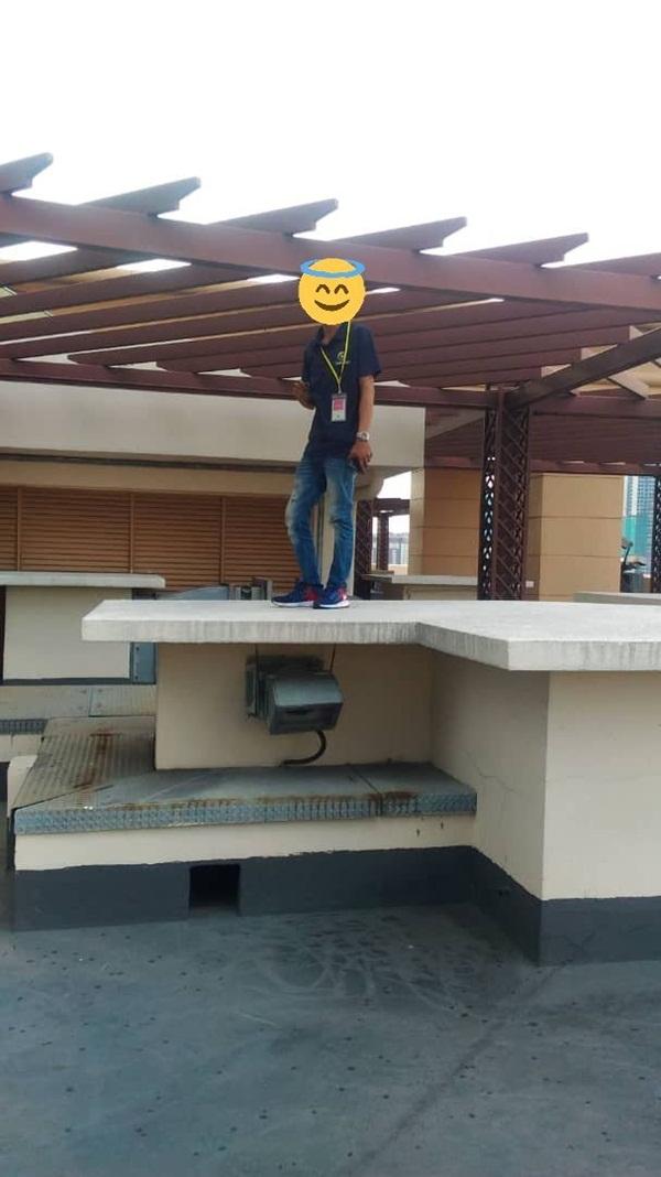 Xôn xao người đàn ông đứng trên sân thượng sắp nhảy lầu tự tử nhưng câu chuyện đằng sau lại hoàn toàn không như mọi người nghĩ-4