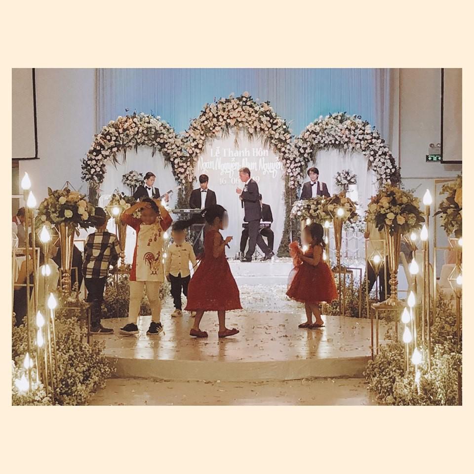 """Dự tiệc cưới sang trọng, phụ huynh để con chiếm luôn sân khấu, bị nhắc nhở còn nói: Hư tới đâu tao đền tới đó!""""-1"""