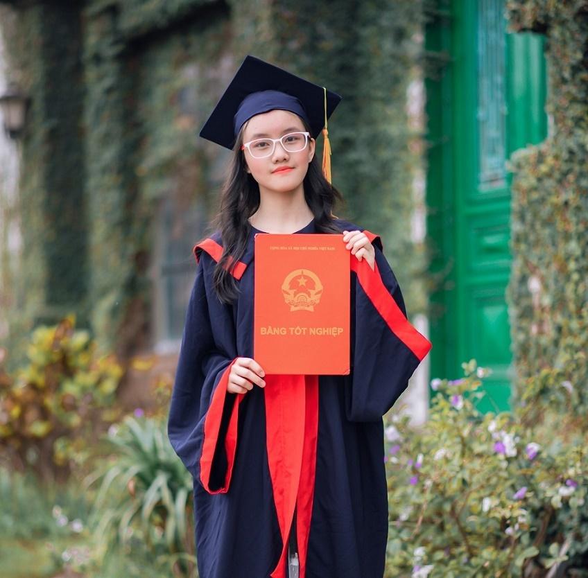 Nữ sinh Hà Nội đỗ cả 3 lớp chuyên Toán, Lý và Hóa-2