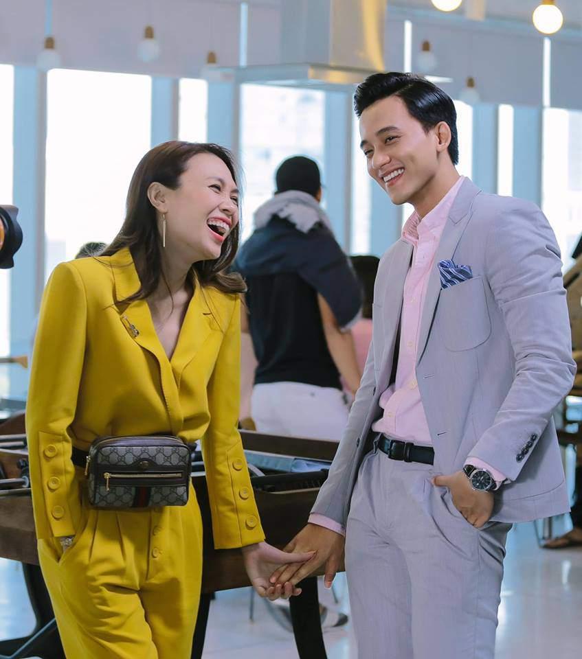 Mặc váy thì thường xuyên lọt top sao xấu, chứ cứ diện vest là Mỹ Tâm đẹp chấp cả dàn mỹ nhân Việt-10