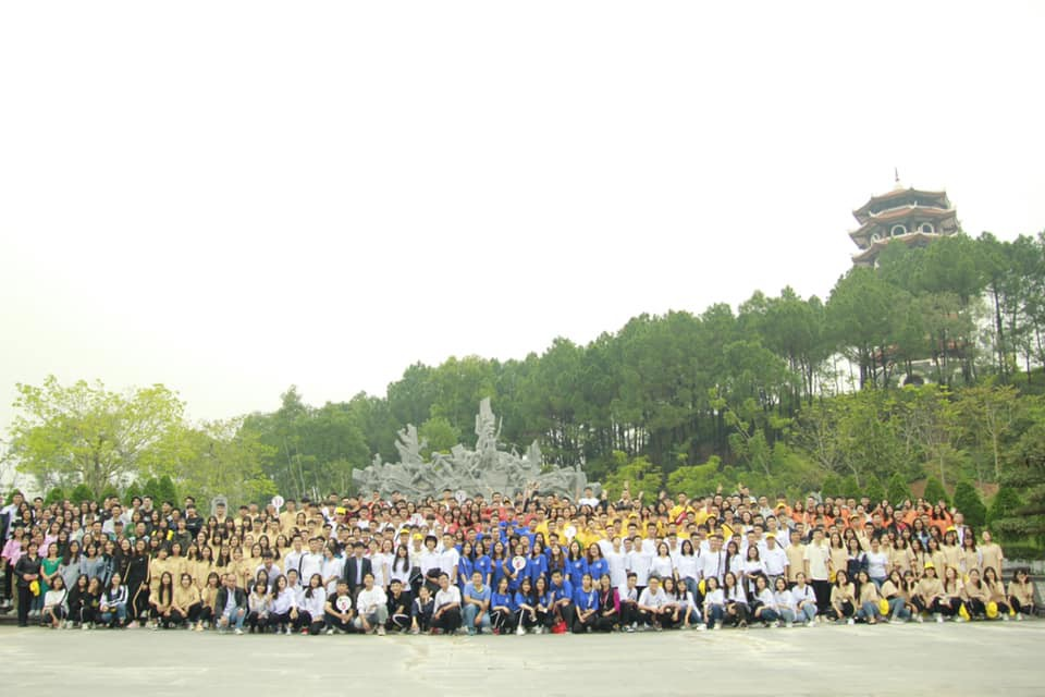 Giáo viên trường nhà người ta: Tổ chức cho toàn bộ học sinh khối 12 lên chùa cầu nguyện trước khi thi THPT Quốc gia-4