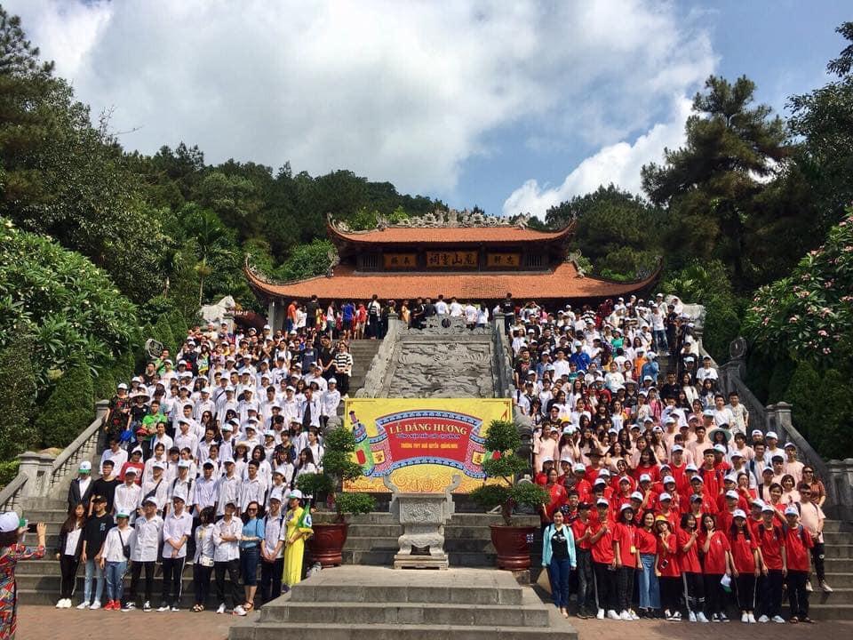 Giáo viên trường nhà người ta: Tổ chức cho toàn bộ học sinh khối 12 lên chùa cầu nguyện trước khi thi THPT Quốc gia-5