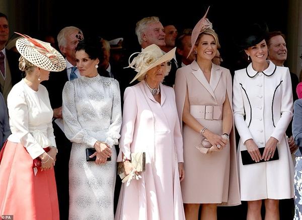 Cuộc đọ sắc có 1-0-2: Ba biểu tượng sắc đẹp của hoàng gia thế giới xuất hiện cùng nhau, Công nương Kate kém sắc nhất, chịu lép vế trước U50-1