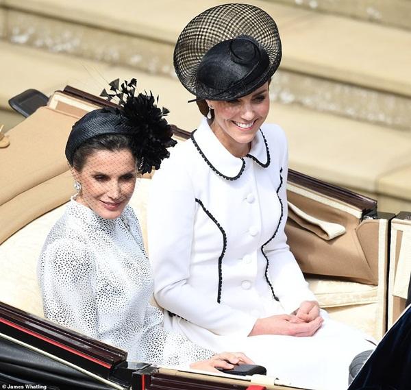 Cuộc đọ sắc có 1-0-2: Ba biểu tượng sắc đẹp của hoàng gia thế giới xuất hiện cùng nhau, Công nương Kate kém sắc nhất, chịu lép vế trước U50-4