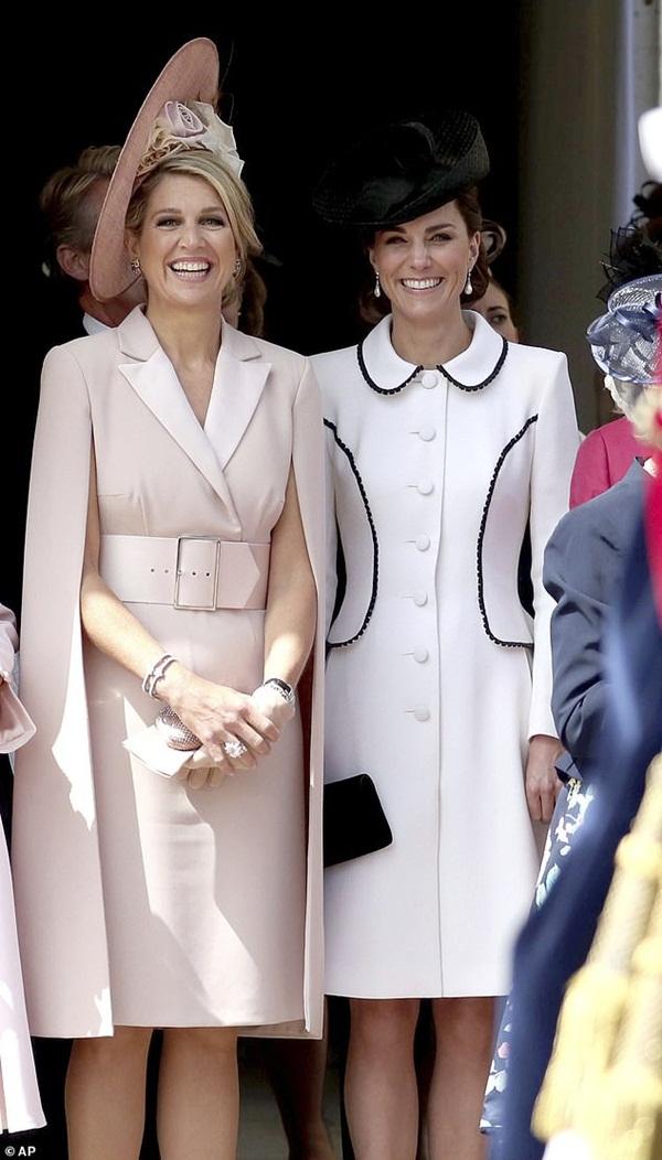 Cuộc đọ sắc có 1-0-2: Ba biểu tượng sắc đẹp của hoàng gia thế giới xuất hiện cùng nhau, Công nương Kate kém sắc nhất, chịu lép vế trước U50-5