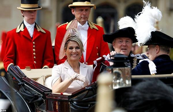 Cuộc đọ sắc có 1-0-2: Ba biểu tượng sắc đẹp của hoàng gia thế giới xuất hiện cùng nhau, Công nương Kate kém sắc nhất, chịu lép vế trước U50-7