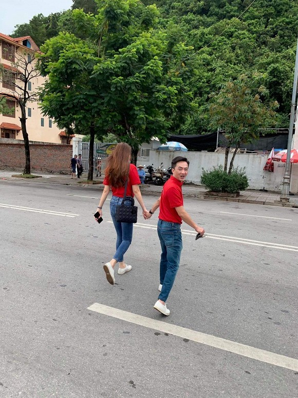 Đàm Thu Trang khoe khéo thân hình thọn gọn khi chụp cùng Cường Đô la sau khi than thở chuyện tăng cân không kiểm soát-2