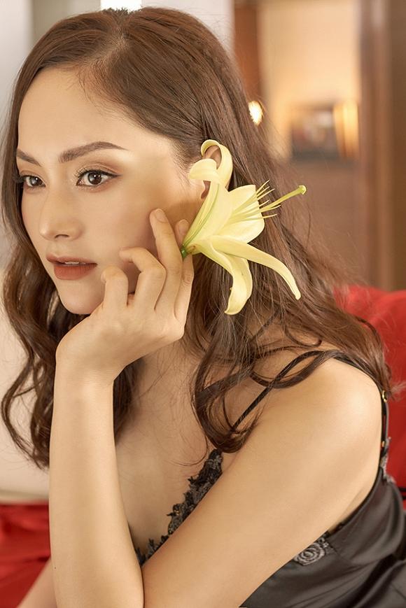 Không kém chị nhường em, Lan Phương chính thức nhập hội mĩ nữ yêu kiều trong phòng tắm-1